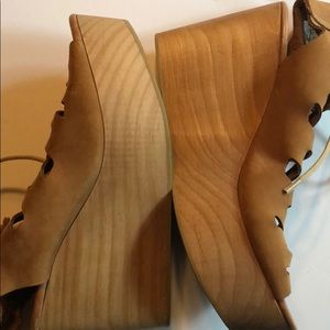 Anthropologie Shoes - NWOT Musse & Cloud platform strappy shoes tan 40